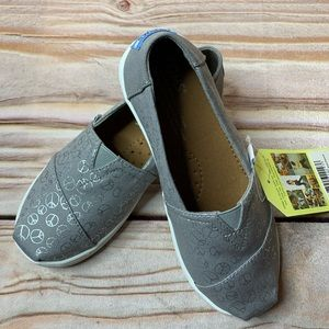 NWT Toms grey with metallic peace signs